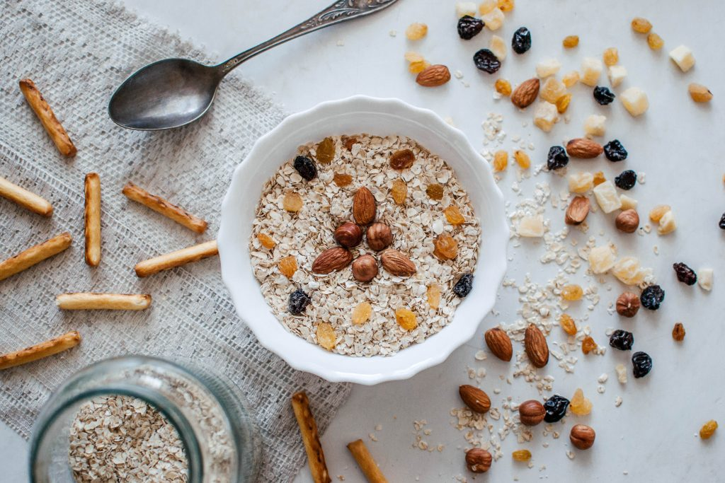 bowl de avena con frutos secos